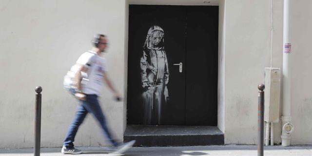 Ett verk av Banksy i Paris. THOMAS SAMSON / AFP