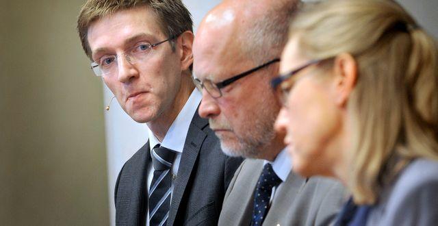 Arkivbild. Riksbanksledamöterna Martin Flodén, längst till vänster, Sven-Erik Österberg i mitten och Cecilia Skingsley längst till höger.  Tomas Oneborg / SvD / TT / TT NYHETSBYRÅN