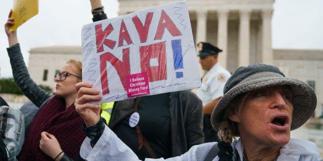 Demonstrationer utanför Kapitolium mot nomineringen av Brett Kavanaugh.  Carolyn Kaster / TT NYHETSBYRÅN/ NTB Scanpix