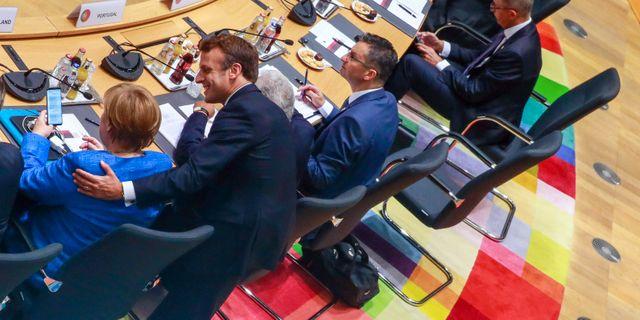 EU:s stats- och regeringschefer möttes igårkväll, fortfarande har de inte enats. Här syns Angela Merkel och Emmanuel Macron. Stephanie Lecocq / TT NYHETSBYRÅN
