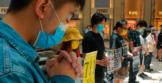 Protester mot Hongkongs nya säkerhetslag den 30 juni. Vincent Yu / TT NYHETSBYRÅN