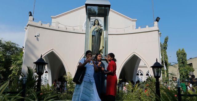 Katoliker på Sri Lanka vid en mässa drygt en månad efter bombningen. Eranga Jayawardena / TT NYHETSBYRÅN/ NTB Scanpix