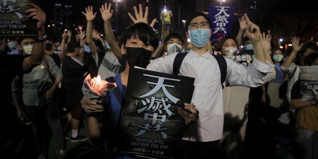 Tusentals manifesterade trots förbud. Kin Cheung / TT NYHETSBYRÅN