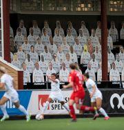 Publik i form av pappersfigurer under en fotbollsmatch i damallsvenskan mellan FC Rosengård och KIF Örebro DFF på Malmö IP. Andreas Hillergren/TT / TT NYHETSBYRÅN