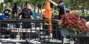 Poliser arbetar på brottsplatsen. CHRIS HELGREN / TT NYHETSBYRÅN