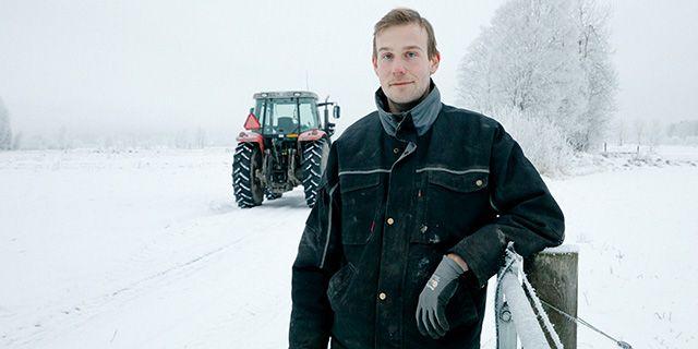 Bonden Adam Arnesson började odla mer grödor för människor och minskade sin foderproduktion.  Oatly
