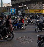 600 ärenden på ambassaden i Tehran har fått skjutas fram. Vahid Salemi / TT NYHETSBYRÅN