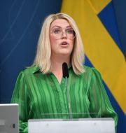 Socialminister Lena Hallengren.  TT NYHETSBYRÅN