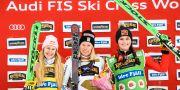 Sveriges Sandra Näslund (mitten) vann damernas final före Fanny Smith (tv), Schweiz, och Marielle Thompson (th), Kanada. Pontus Lundahl/TT / TT NYHETSBYRÅN