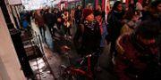 Resenärer vid stationen Gare Saint Lazare i Paris i måndags. Francois Mori / TT NYHETSBYRÅN