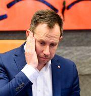 Henrik Tvarnö, kommunstyrelsens ordförande under torsdagens pressträff med anledning av onsdagens knivatacker i Vetlanda. MIKAEL FRITZON/TT / TT NYHETSBYRÅN