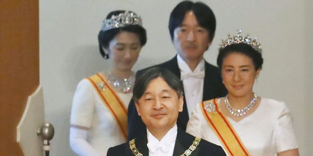 Kejsare Naruhito, tillsammans med kejsarinnan Masako, kronprins Akishino och kronprinsessan Kiko.  KYODO / TT NYHETSBYRÅN