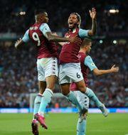 Wesley (vänster) firar målet. EDDIE KEOGH / TT NYHETSBYRÅN