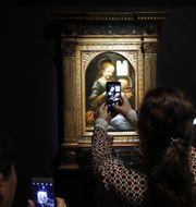 Nu öppnar Louvrens mäktigaste utställning någonsin med drygt 160 verk som lånats från bland annat Bill Gates, Eremitaget och Vatikanstaten. TT Nyhetsbyrån