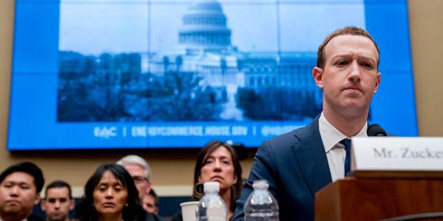 Zuckerberg när han i våras vittnade inför ett utskott i representanthuset. Andrew Harnik / TT NYHETSBYRÅN