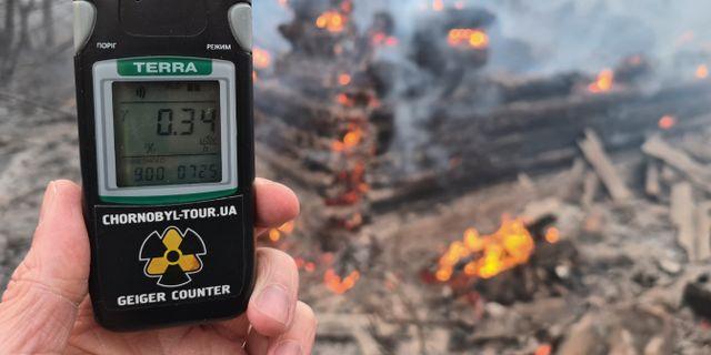 En Geigermätare som visar förhöjd strålning vid skogsbranden i Ukraina. Yaroslav Yemelianenko / TT NYHETSBYRÅN
