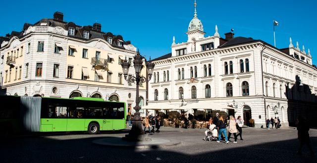 En buss på Rådhustorget i Uppsala. Pontus Lundahl/TT / TT NYHETSBYRÅN