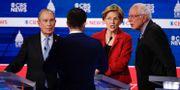 Michael Bloomberg och Bernie Sanders med Elizabeth Warren. Patrick Semansky / TT NYHETSBYRÅN