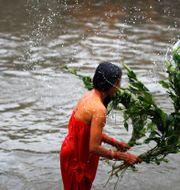 Ritual kvinnor i Nepal utför under mensen. Niranjan Shrestha / TT NYHETSBYRÅN
