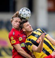Falkenbergs Carl Johansson och Häckens Johan Hammar i du MICHAEL ERICHSEN / BILDBYRÅN