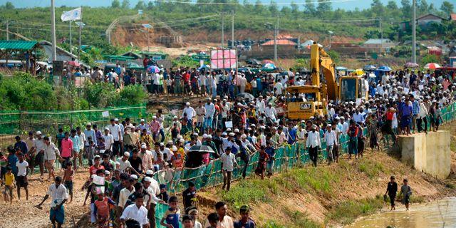 Rohingyer på väg till en ceremoni till minne av den stora flykten från Myanmar till Bangladesh. MUNIR UZ ZAMAN / AFP
