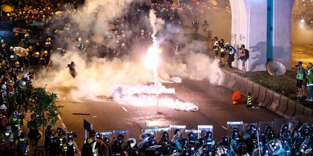 Polis skjuter tårgas och gummikulor mot demonstranterna.  Lo Kwanho / TT NYHETSBYRÅN