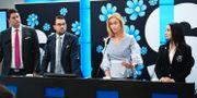 Sverigedemokraternas Oscar Sjöstedt, ekonomisk-politisk talesperson, Jimmie Åkesson, partiledare, Katja Nyberg och Clara Aranda presenterar partiets budget under en pressträff i riksdagens presscenter.  Fredrik Sandberg/TT / TT NYHETSBYRÅN