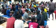 Människor samlade på en skyddsplats nära provinshuvudstaden Jayapura. Arkivbild. HANDOUT / BADAN NASIONAL PENANGGULANGAN BE