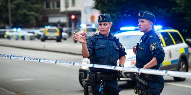 Polisen efter trippelmordet.  Johan Nilsson/TT / TT NYHETSBYRÅN