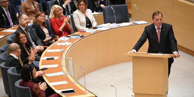 Statsminister Stefan Löfven i talarstolen under debatten.  Fredrik Sandberg/TT / TT NYHETSBYRÅN