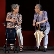 Elderly women sit and chat in Tokyo, Thursday, Sept. 13, 2012. Junji Kurokawa / TT NYHETSBYRÅN
