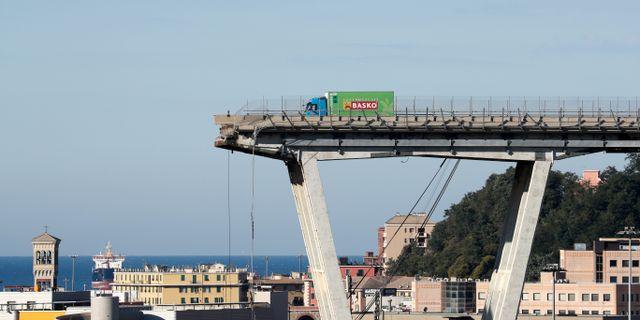 Bron i Genoa.  STEFANO RELLANDINI / TT NYHETSBYRÅN