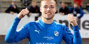 Gabriel Gudmundsson jublar efter matchen. Conny Sillén/TT / TT NYHETSBYRÅN