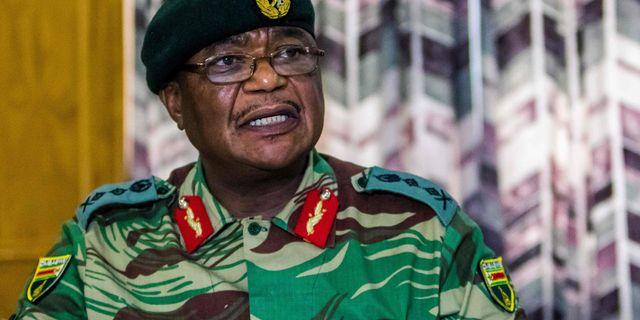 Arméchefen Constantino Chiwenga igår. JEKESAI NJIKIZANA / AFP
