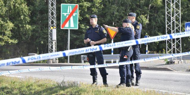 Polisen på plats i Botkyrka. Naina Helén Jåma/TT / TT NYHETSBYRÅN