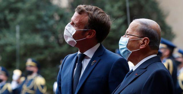 Frankrikes president Emmanuel Macron och hans libanesiska dito Michel Aoun. Gonzalo Fuentes / TT NYHETSBYRÅN