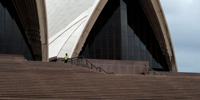 Säkerhetspersonal vid operahuset i Sydney.  LOREN ELLIOTT / TT NYHETSBYRÅN