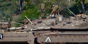 Israeliska soldater på sina stridsvagnar. Ariel Schalit / TT NYHETSBYRÅN/ NTB Scanpix