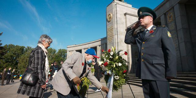 Röda armé-veteranen Semen Kleinmann deltar i en ceremoni i Berlin. Markus Schreiber / TT NYHETSBYRÅN
