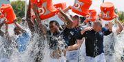 2014 exploderade den virala utmaningen Ice Bucket Challenge.  Mark Humphrey / TT NYHETSBYRÅN