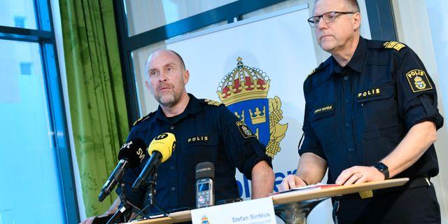 Stefan Hector, nationell kommenderingschef och Stefan Sintéu, regional kommenderingschef ger en lägesbild om operation Rimfrost i Malmö.  Johan Nilsson/TT / TT NYHETSBYRÅN