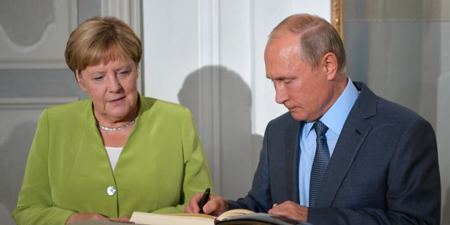 Angela Merkel och Vladimir Putin.  Sputnik Photo Agency / TT NYHETSBYRÅN