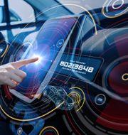 Underhållning blir en av bilens primära funktioner. Shutterstock