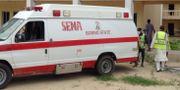 Räddningsarbetare vid en självmordsattack i nordöstra Nigeria i april. TT