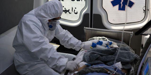 Medicinsk personal i Iran.  WANA NEWS AGENCY / TT NYHETSBYRÅN