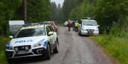 Polisen på plats vid naturreservatet där flickan försvann. TT