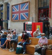 Full vänthall på Gare du Nord, Paris/Köer för att komma på färjan i Port of Dunkerque, Frankrike. TT