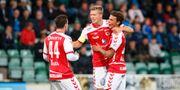Kalmars Viktor Elm (mitten) jublar med lagkamraterna efter sitt 0-3 mål under måndagens fotbollsmatch i allsvenskan mellan GIF Sundsvall och Kalmar FF på Idrottsparken. Therése Ny/TT / TT NYHETSBYRÅN