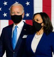 Harris och Biden.  Carolyn Kaster / TT NYHETSBYRÅN