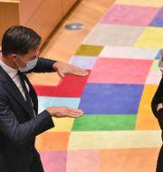 Nederländernas Mark Rutte och Finlands Sanna Marin Johanna Geron / TT NYHETSBYRÅN